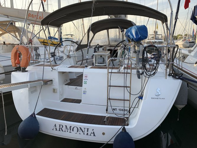 The perfect boat charter to enjoy GR in style
