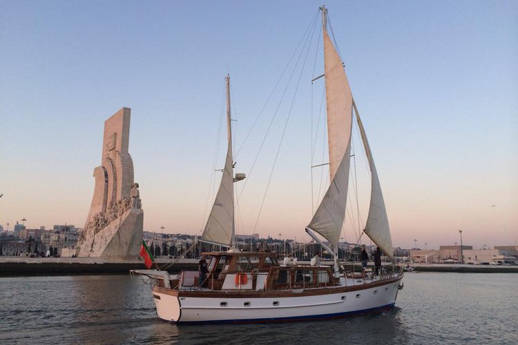 Ketch boat for rent in Lisboa