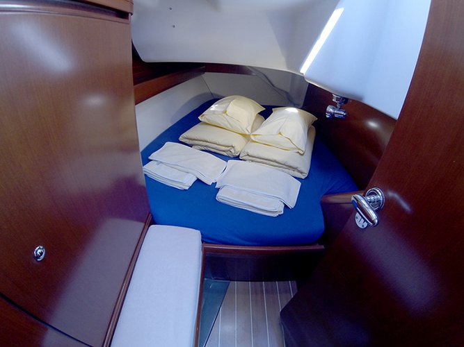 Discover Šibenik region surroundings on this Grand Soleil 37 R Cantiere Del Pardo (Grand Soleil) boat
