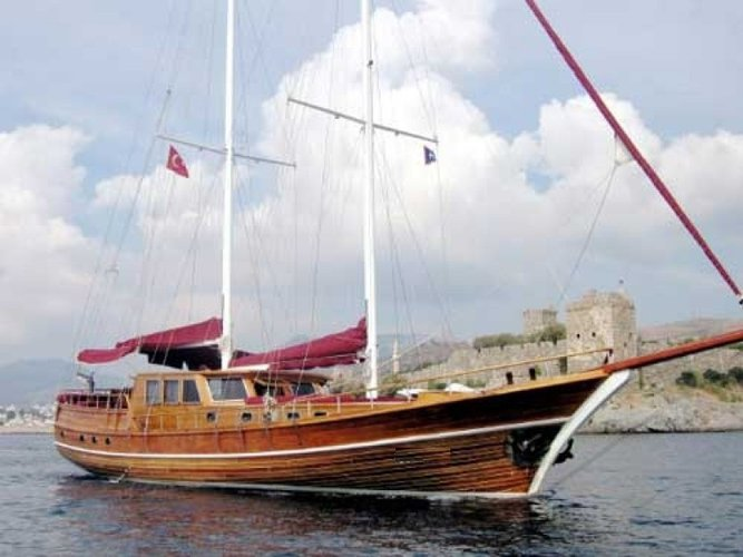 Experience sailing at its best on a this elegant sail boat charter