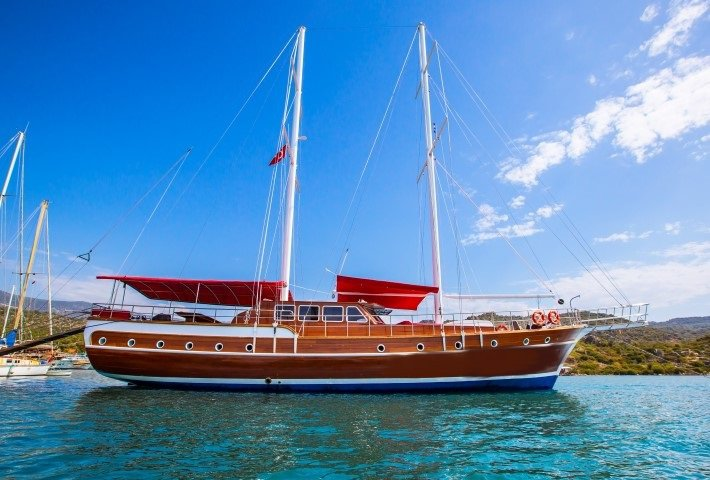 Rent this sail boat for an amazing boating adventure