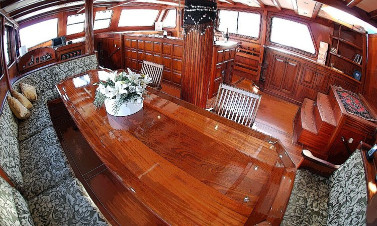 Up to 14 persons can enjoy a ride on this Gulet boat