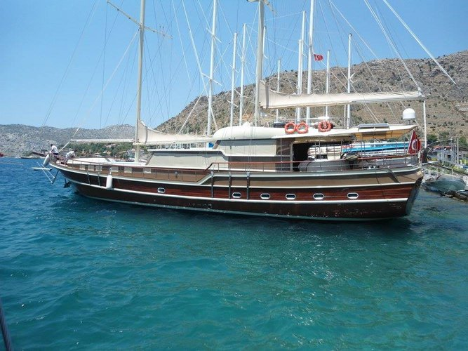 Go on a  cruising adventure on this elegant sail boat