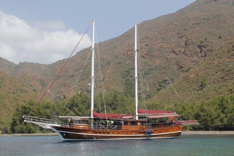 Up to 16 persons can enjoy a ride on this Gulet boat