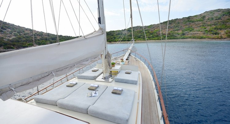 This 79.0' Custom cand take up to 8 passengers around Bodrum