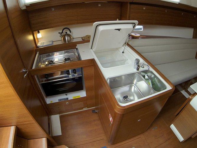 This 33.0' Dufour Yachts cand take up to 8 passengers around Šibenik region