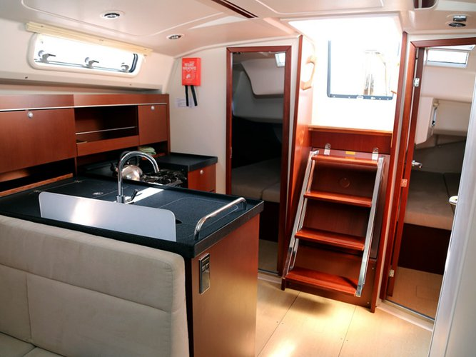 Up to 6 persons can enjoy a ride on this Hanse Yachts boat