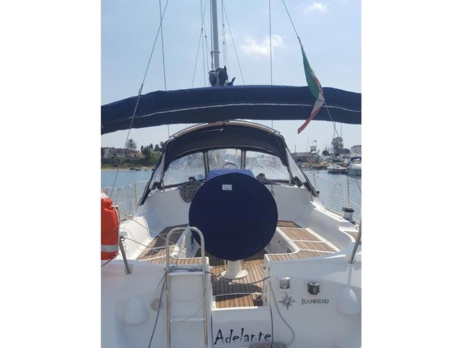 Experience Taranto on board this elegant sailboat