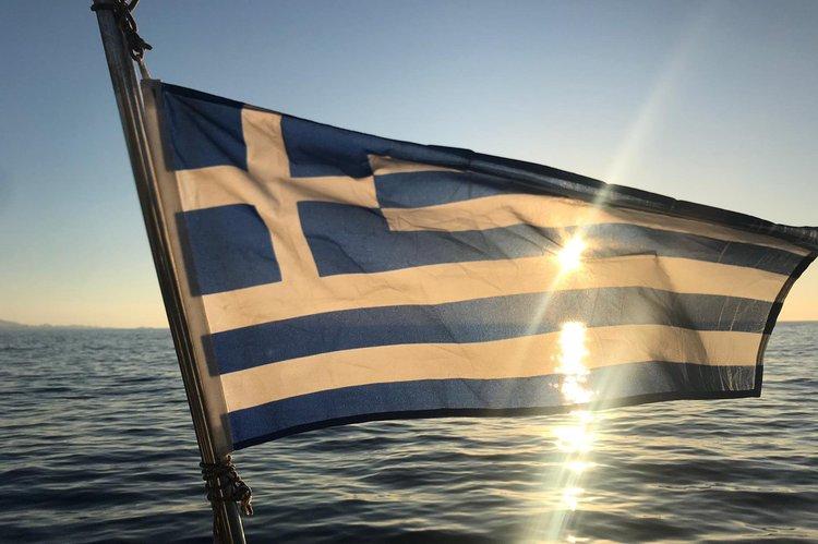 Monohull boat rental in Mykonos, Greece