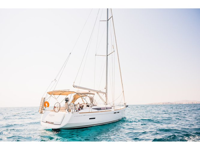 All you need to do is relax and have fun aboard the Jeanneau Sun Odyssey 449