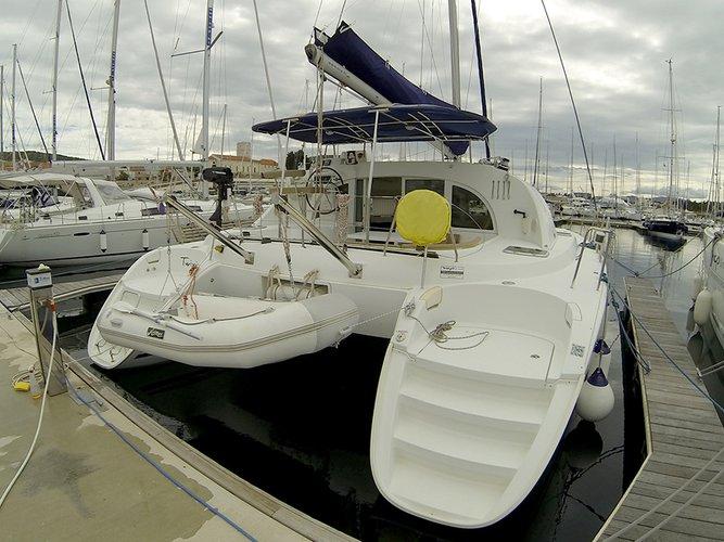 This 37.0' Lagoon-Bénéteau cand take up to 10 passengers around Šibenik region