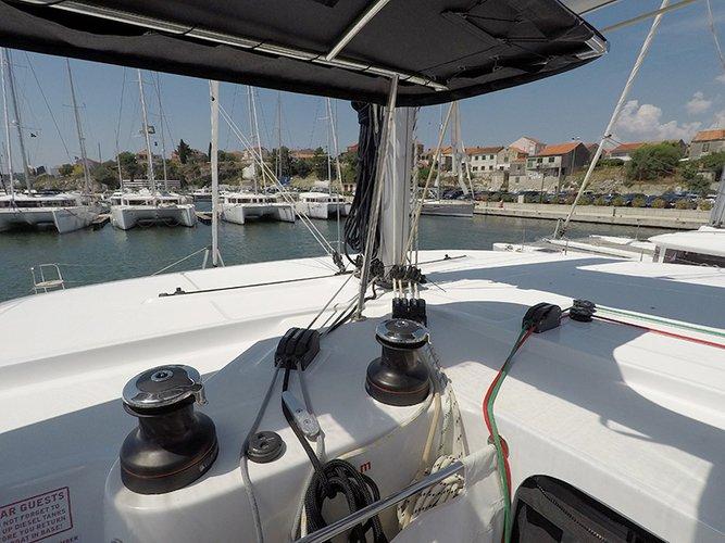 Discover Šibenik region surroundings on this Lagoon 42 Lagoon-Bénéteau boat