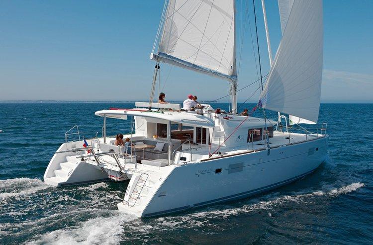 Sail the beautiful waters of Šibenik region on this cozy Lagoon-Bénéteau Lagoon 450