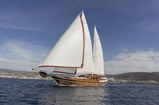 Experience sailing at its best on this awesome sail boat charter