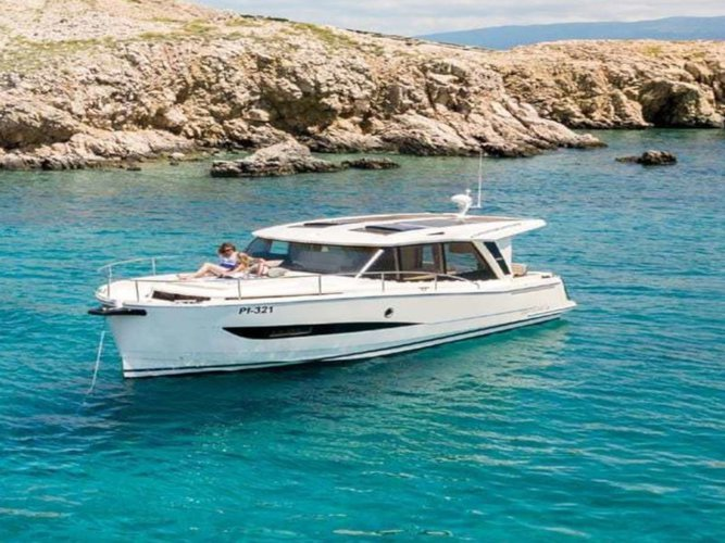 All you need to do is relax and have fun aboard the Greenline Boats / Hibrid Greenline Hybrid 33