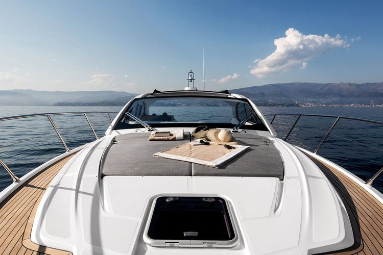 New 2019 43' Azimut Yacht with Sea Bob