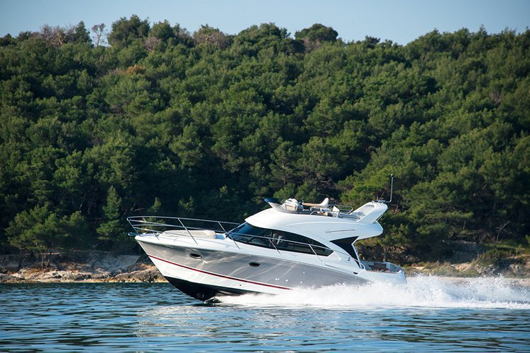 Discover Rovinj surroundings on this Antares 36 Beneteau boat