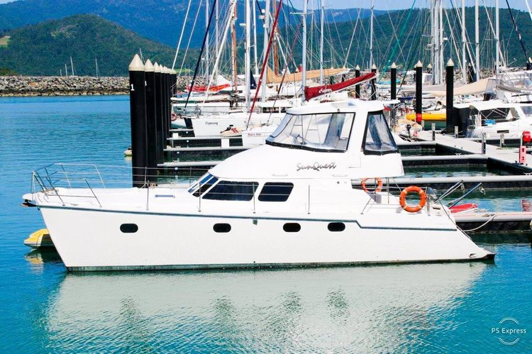 Hop on this Power catamaran and Relish the Whitsundays weather