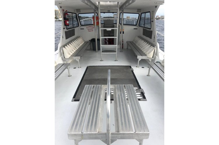 Up to 20 persons can enjoy a ride on this Dive boat boat