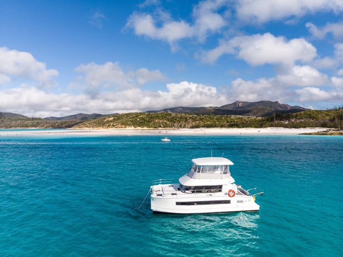 Charter this Motor Yacht 37 and Relish the Whitsundays weather