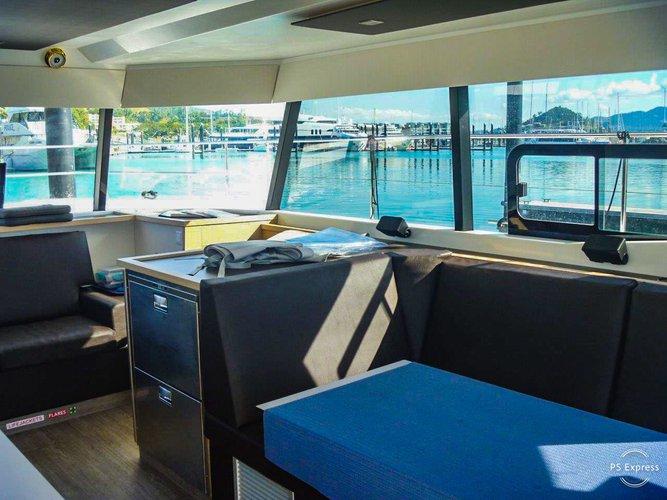 Discover Whitsundays surroundings on this 36 Custom boat