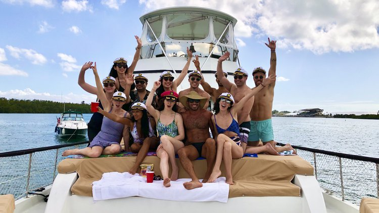 Discover Miami surroundings on this Yacht Hatteras boat