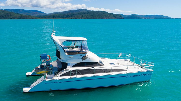 Charter this Power catamaran and Relish the Whitsundays weather