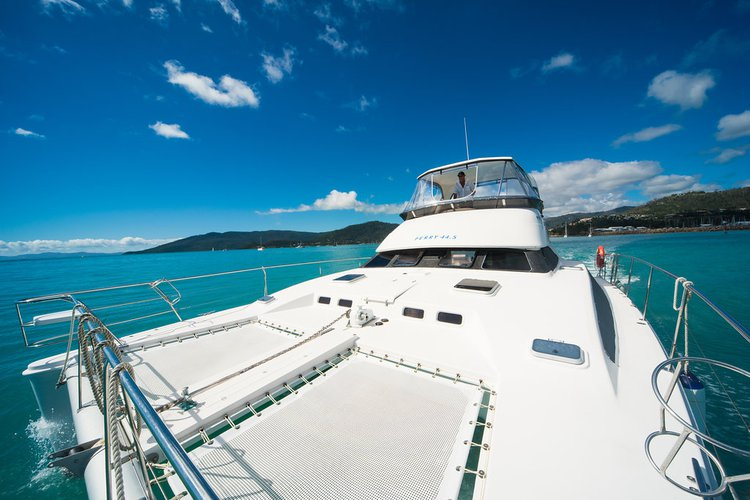 Discover Whitsundays surroundings on this 44.5 Perry boat