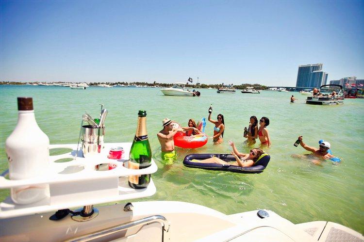 This 26.0' SeaRay cand take up to 11 passengers around Miami Beach