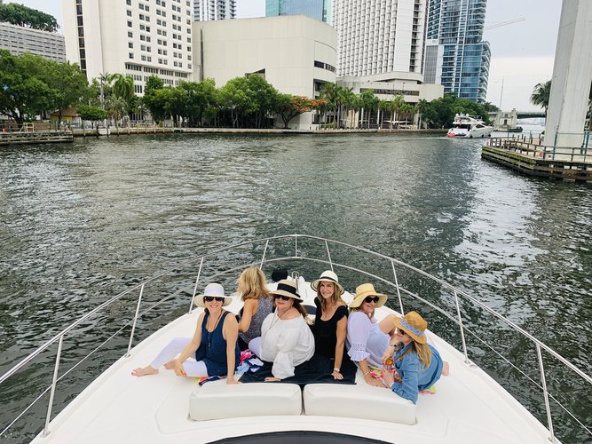 Flybridge boat for rent in Miami
