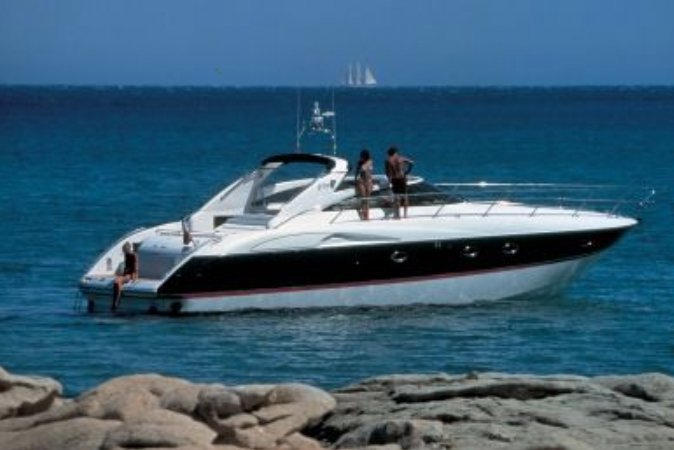 This 50.0' Viking cand take up to 10 passengers around Miami