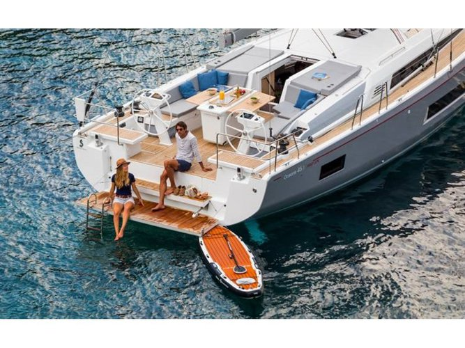 Jump aboard this beautiful Beneteau Oceanis 46.1 (5cab)