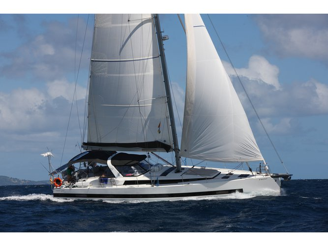 Jump aboard this beautiful Beneteau Beneteau Oceanis 62