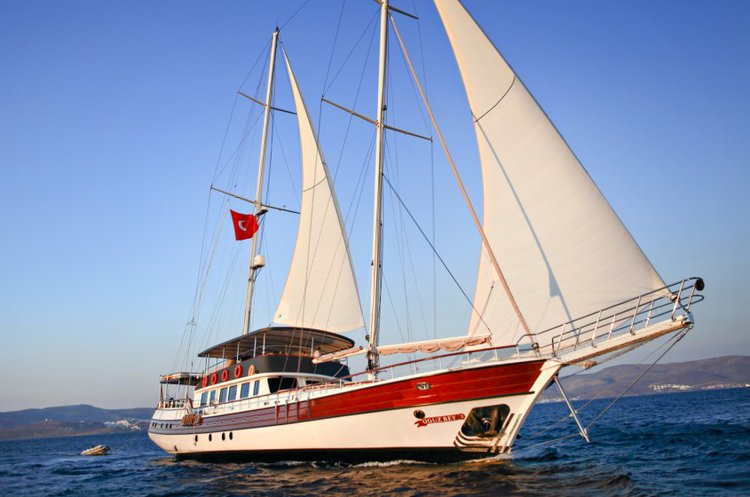 Experience sailing at its best on a this sail boat charterin Turkey