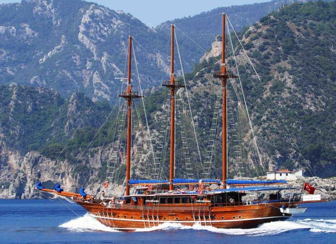 Have fun in the sun on this sail boat charter in Turkey