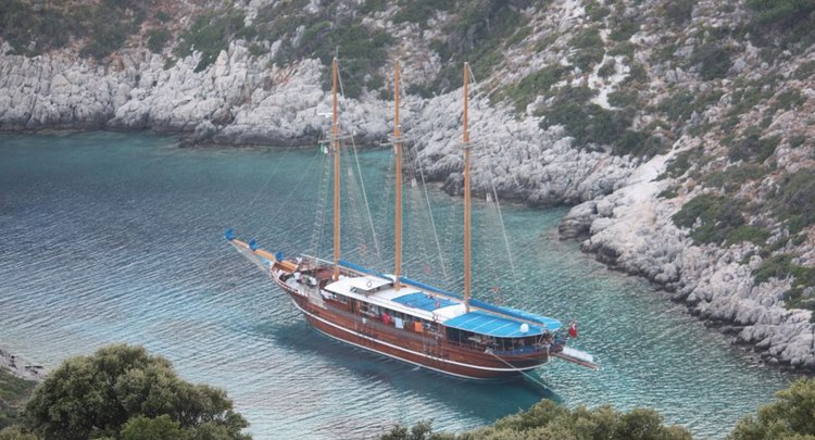 Go for an amazing cruise on this lovely sail boat charter in Turkey