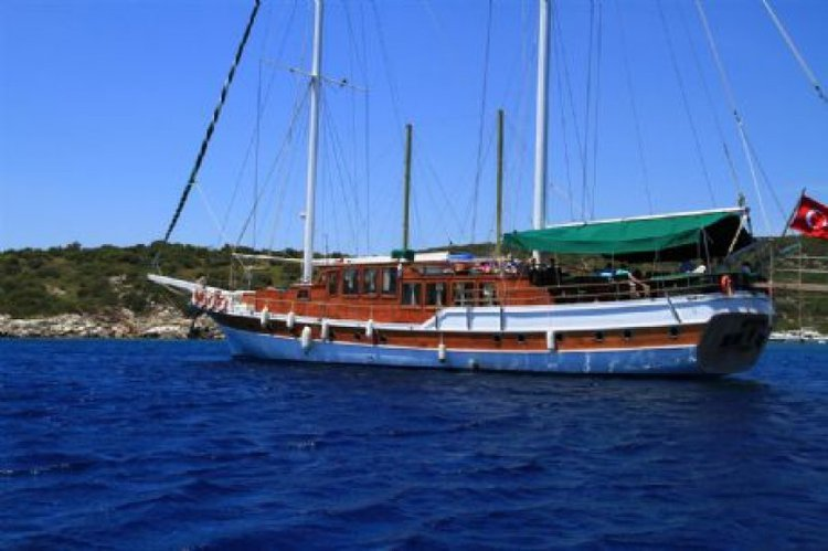 Up to 18 persons can enjoy a ride on this Gulet boat