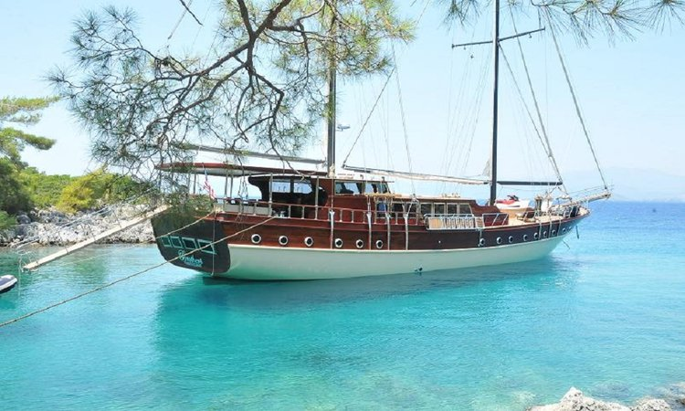 Relax and have fun on this gorgeous sail boat charter