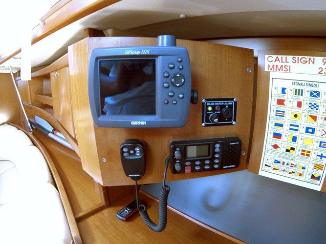This 35.0' Dufour Yachts cand take up to 8 passengers around Šibenik region