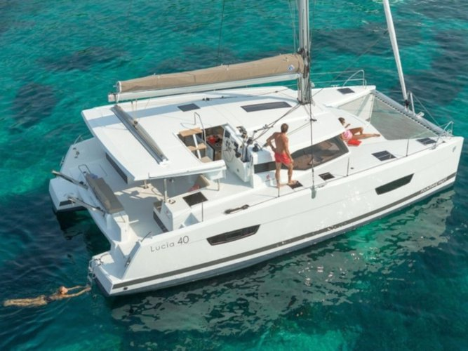 Jump aboard this beautiful Fountaine Pajot Fountaine Pajot Lucia 40