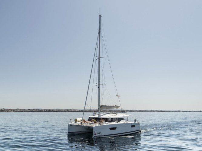Enjoy luxury and comfort on this Fountaine Pajot Fountaine Pajot Astréa 42 in Marsala