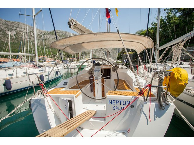 Beautiful Hanse Yachts Hanse 355 ideal for sailing and fun in the sun!