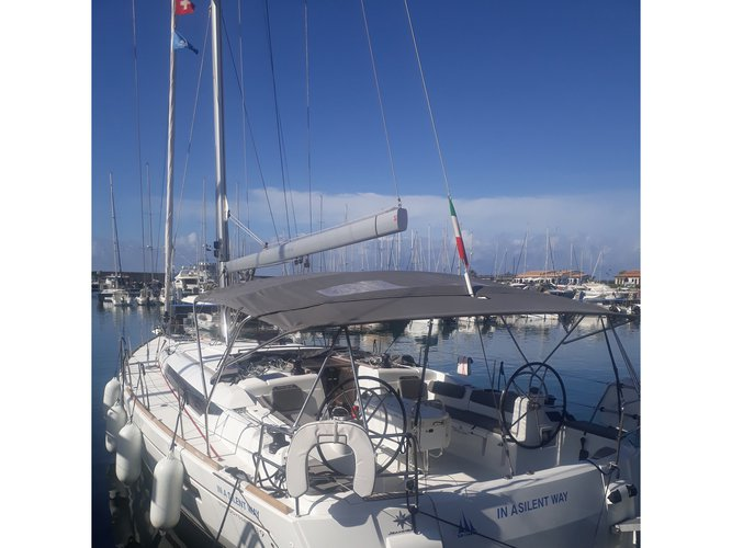 This sailboat charter is perfect to enjoy Tropea