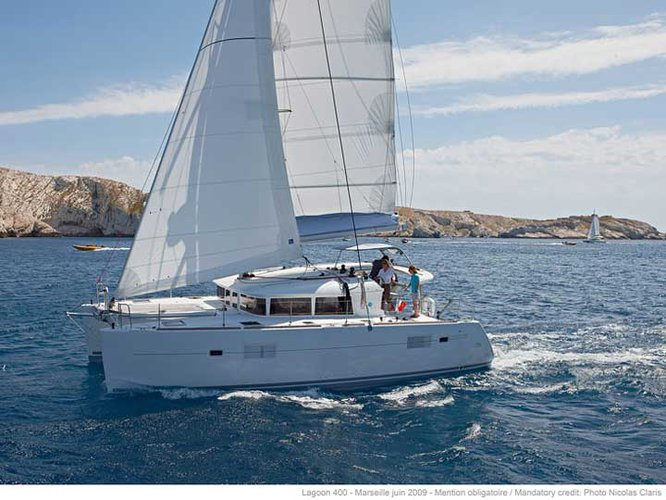 Charter this amazing Lagoon Lagoon 400 S2 in Tivat, ME