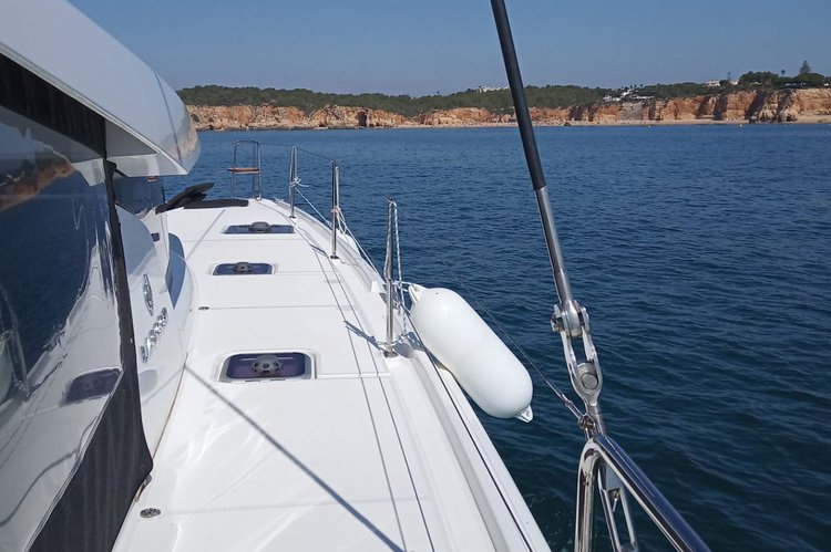 Discover Portimao surroundings on this 42 Lagoon boat