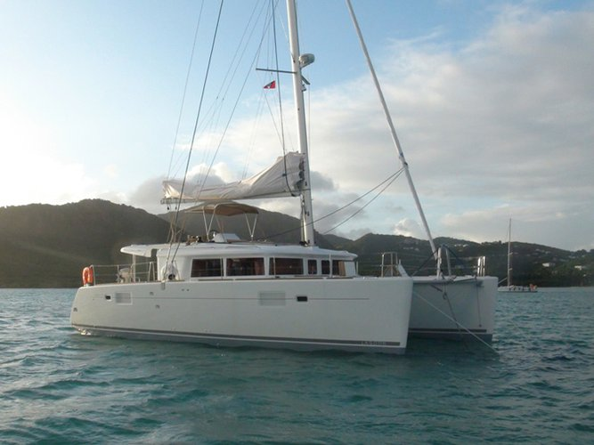 Climb aboard this Lagoon Lagoon 450 for an unforgettable experience