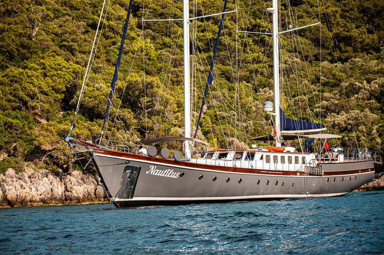 This 124.0' WOODEN cand take up to 10 passengers around Fethiye