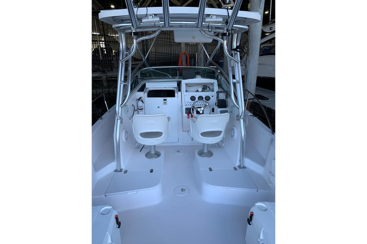 This 24.0' Pro Line cand take up to 10 passengers around Key Biscayne