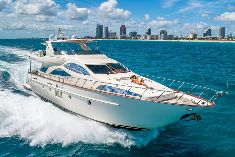 Spacious 80ft Azimut! Ready to go! Enjoy a day out on the bay!