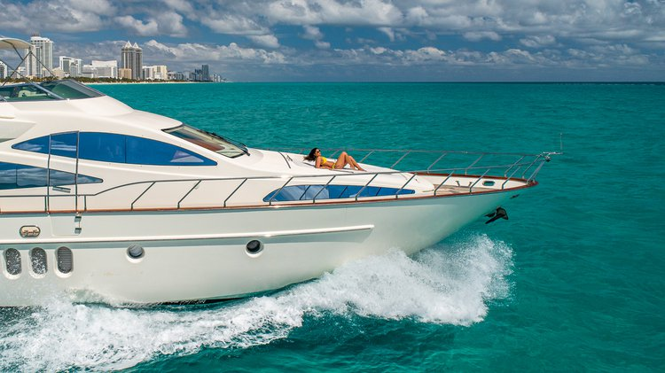 Discover Miami surroundings on this Flybridge Azimut boat